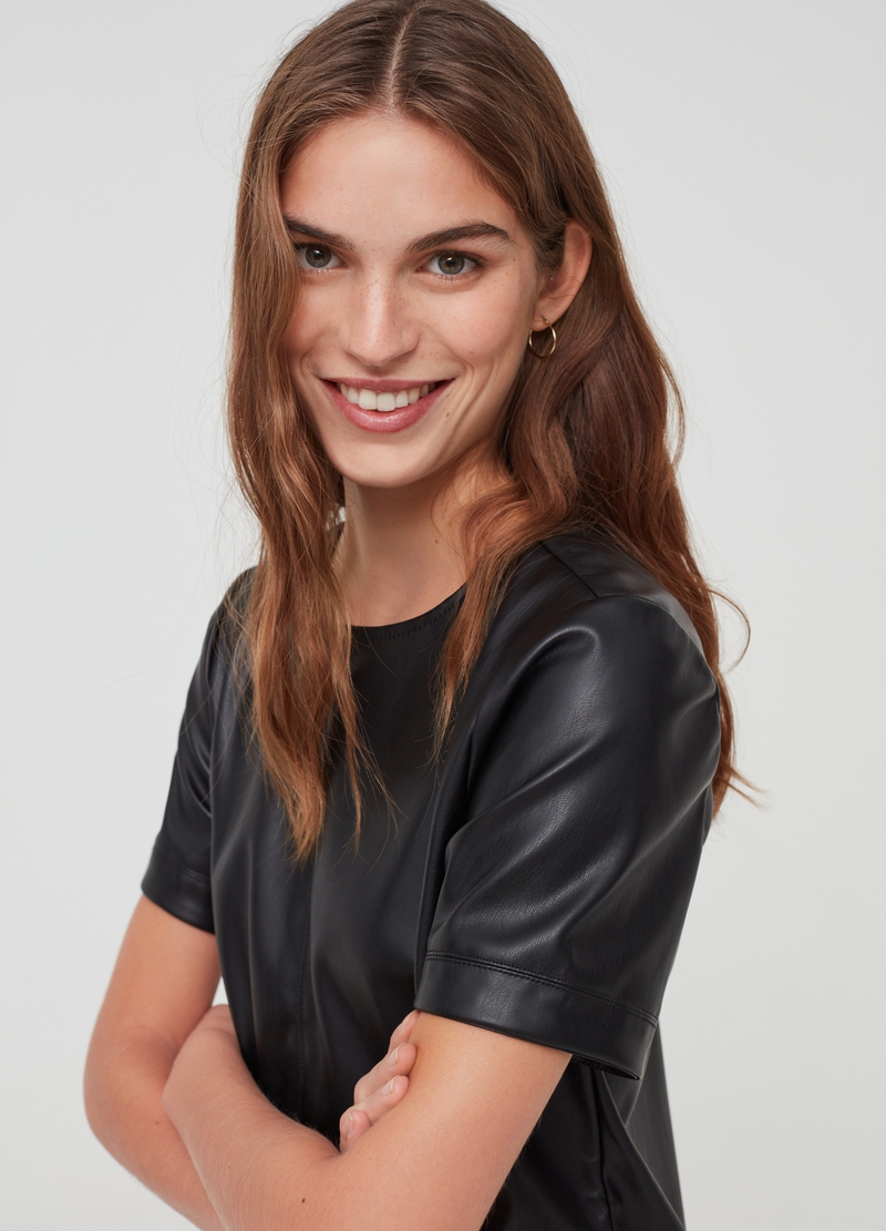 Leather-effect dress with short sleeves image number null