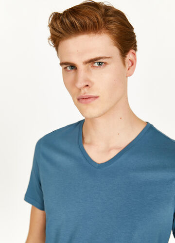 V-neck T-shirt in 100% cotton