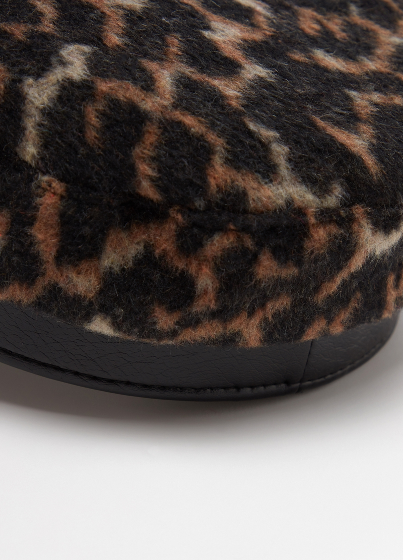 Baker boy hat with animal print image number null