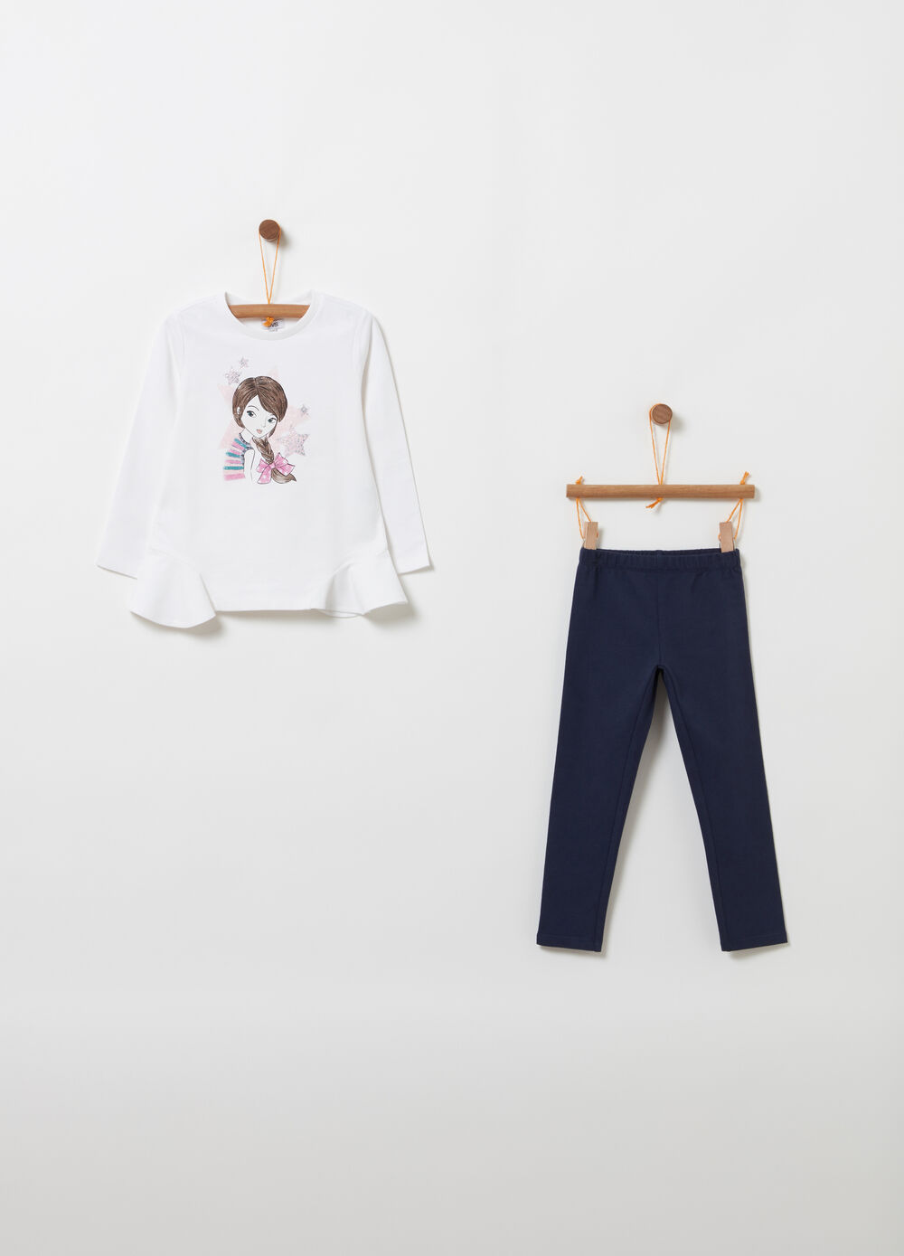 Jogging set with printed T-shirt and leggings