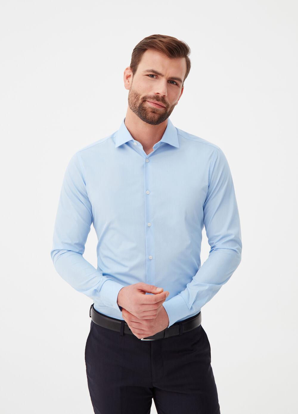 Slim-fit shirt in 100% cotton with round cuff