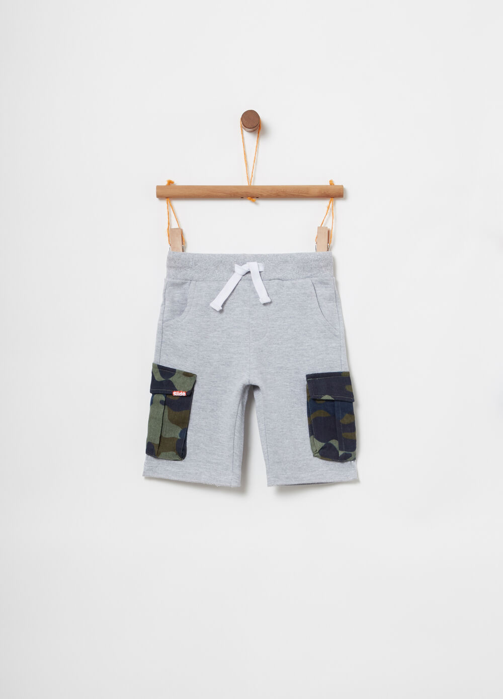 Lightweight cotton shorts with camo pockets