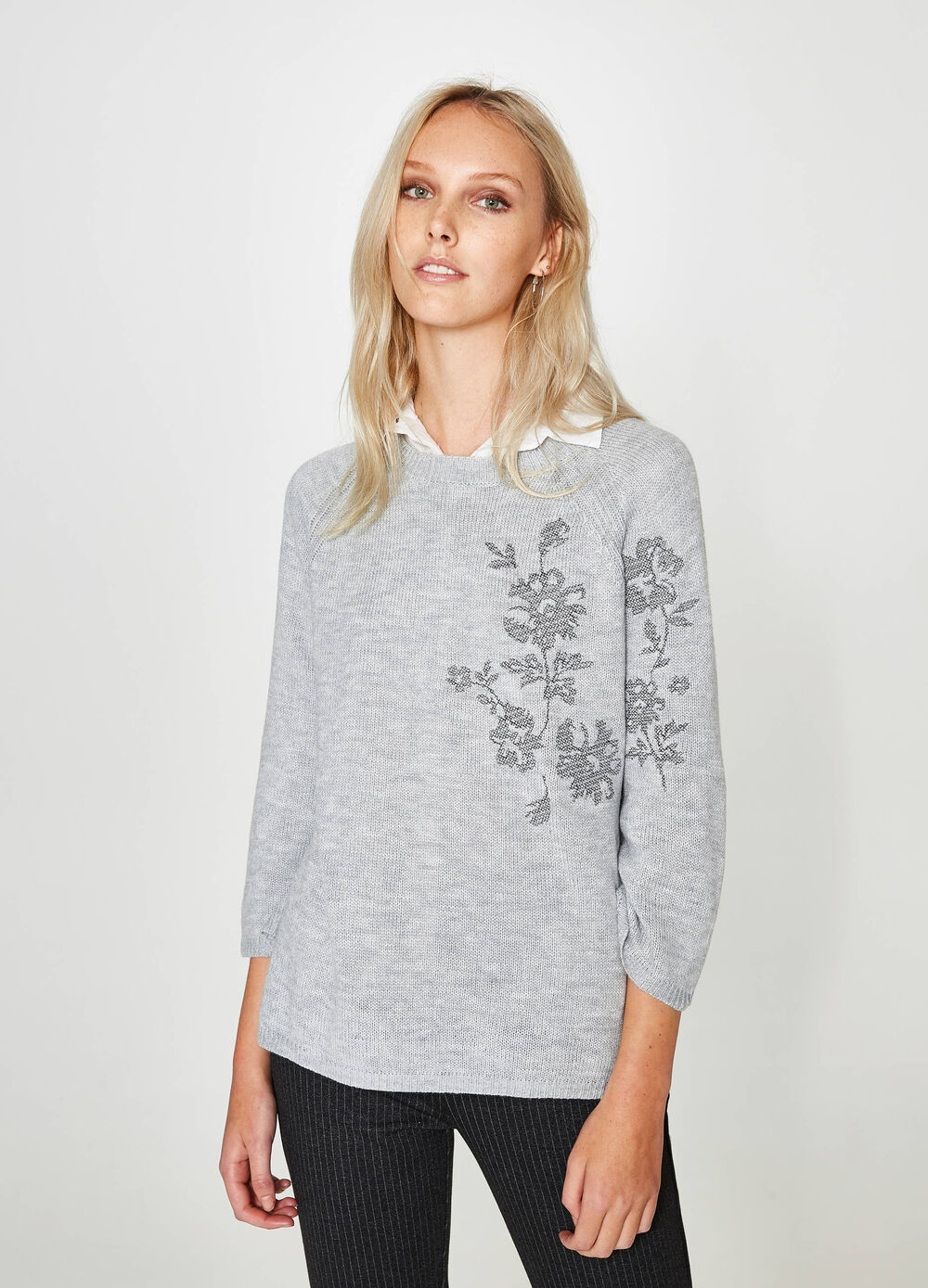 Crew neck pullover with floral embroidery