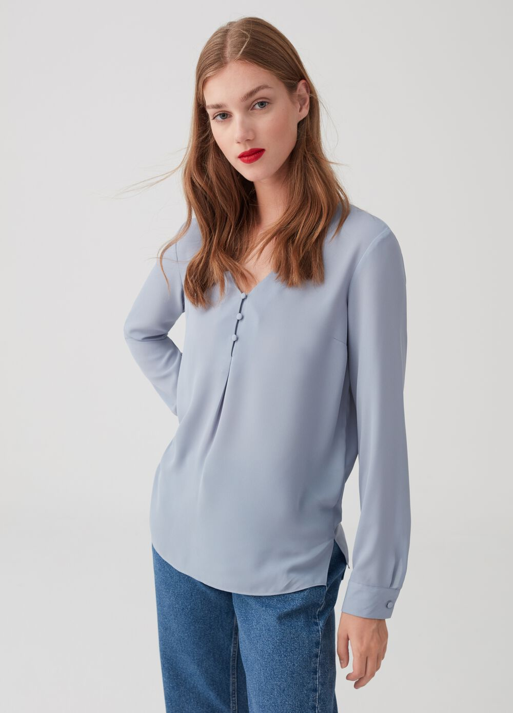 Crêpe blouse with covered buttons