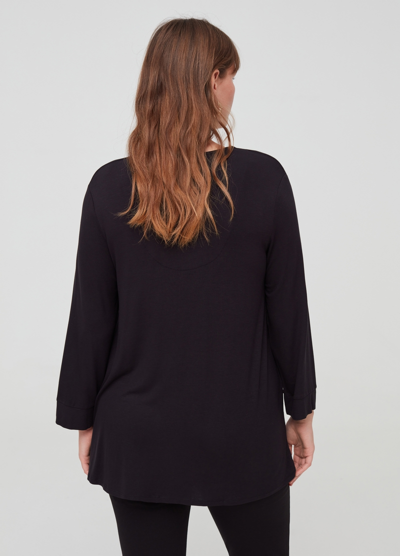Curvy T-shirt with V-neck and jewel button image number null