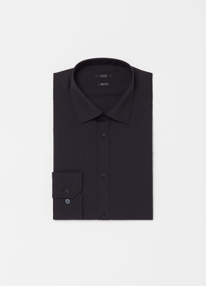 Slim-fit shirt with classic button fastening
