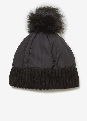 Solid colour hat with pompom