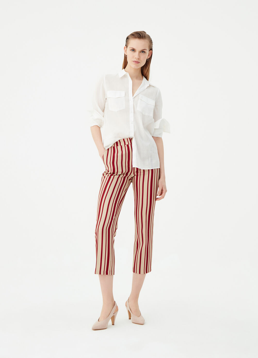Pantaloni crop fantasia a righe
