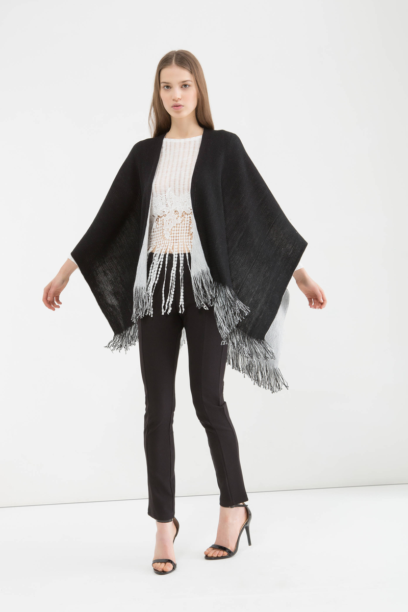Two-colour cape with fringing image number null