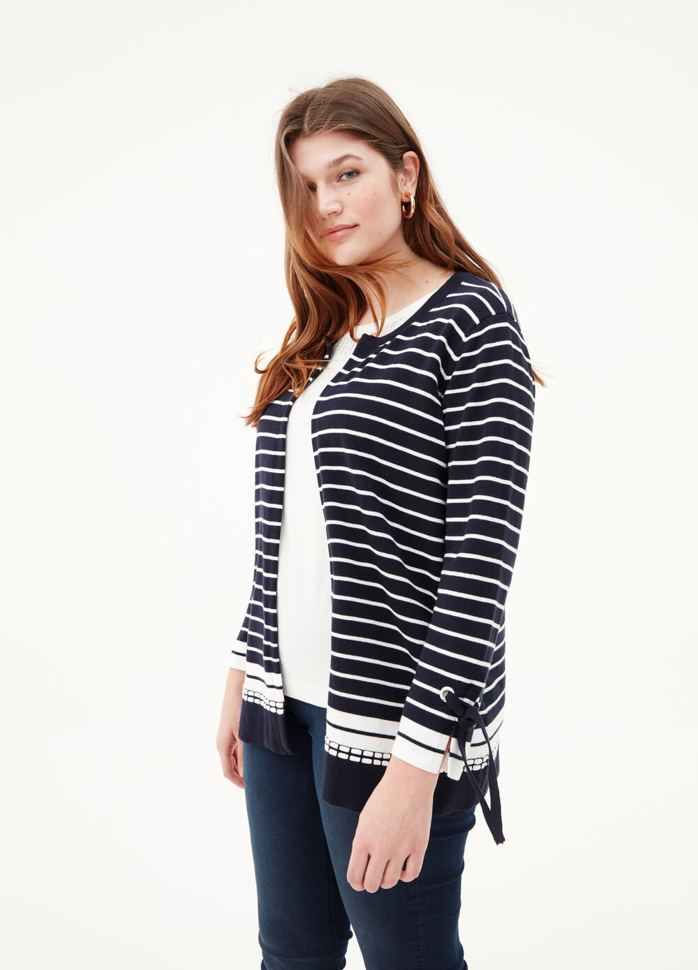 Curvy knitted cardigan with striped pattern