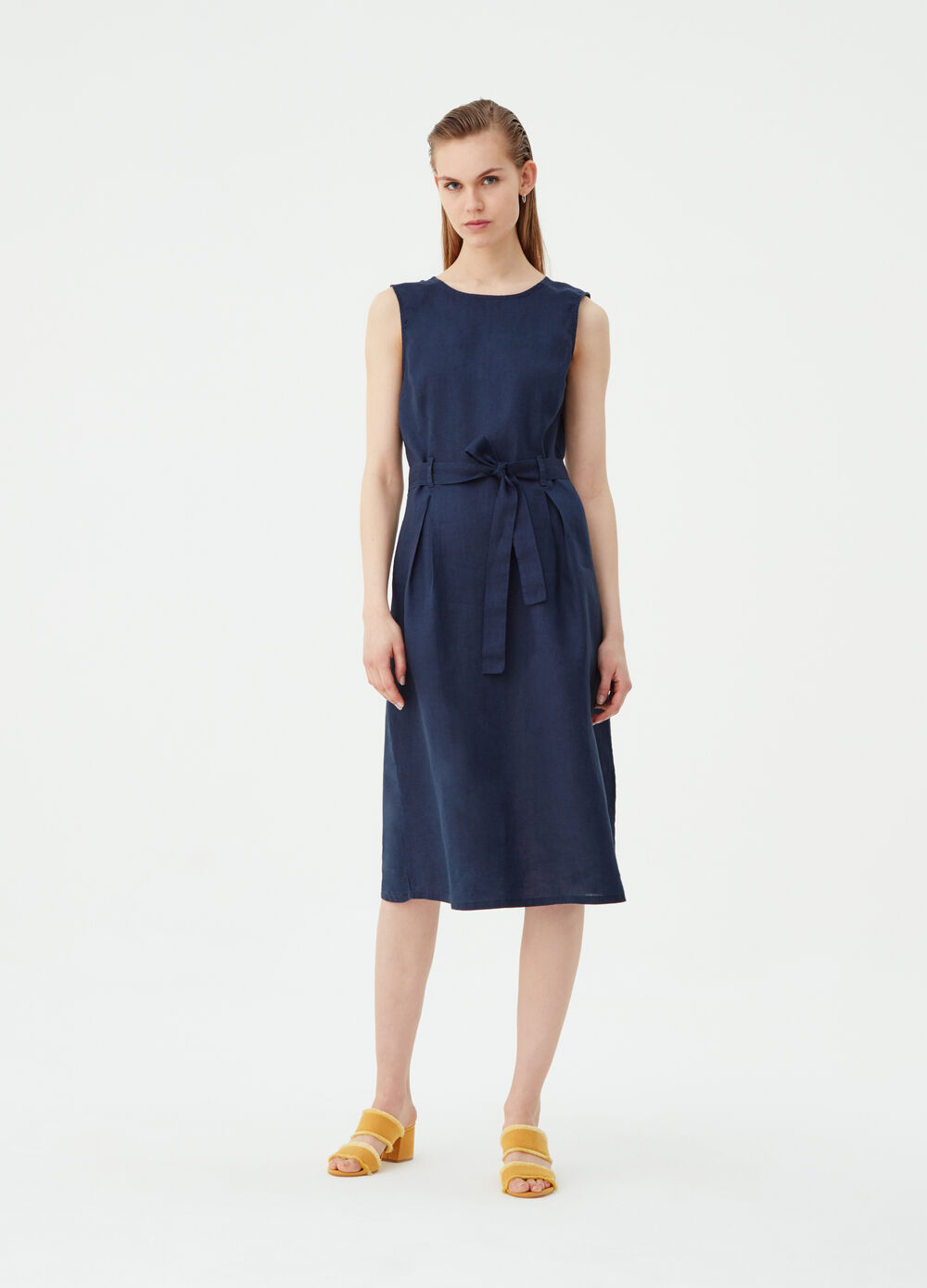 Sleeveless linen dress with belt