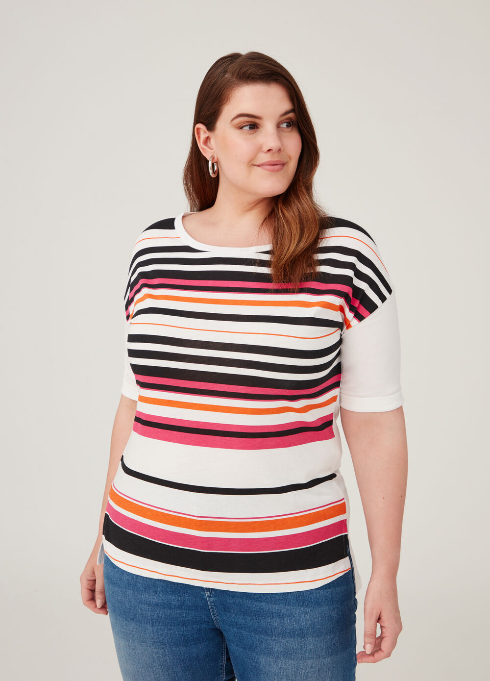 Curvy T-shirt with round neck and striped pattern