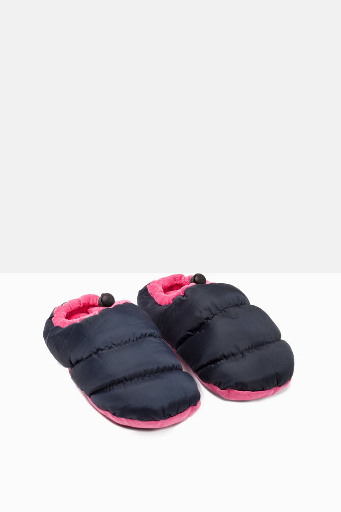 Padded slippers with patterned sole