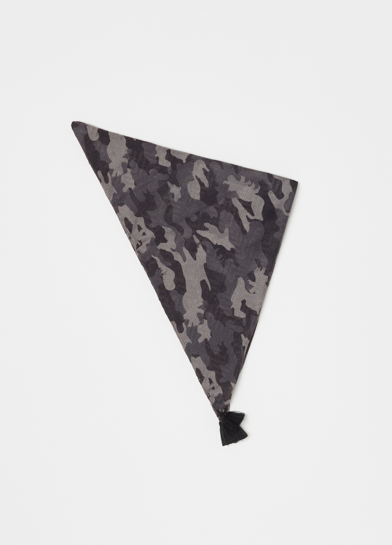 Camouflage pashmina with tassels image number null