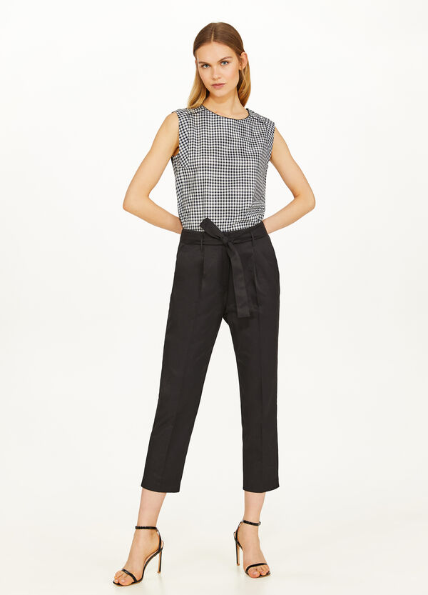 Cotton blend crop trousers with crease