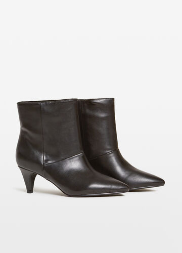 Ankle boots with slim heel and zip