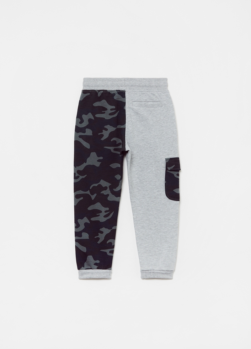 Jogger in felpa con inserto camouflage image number null