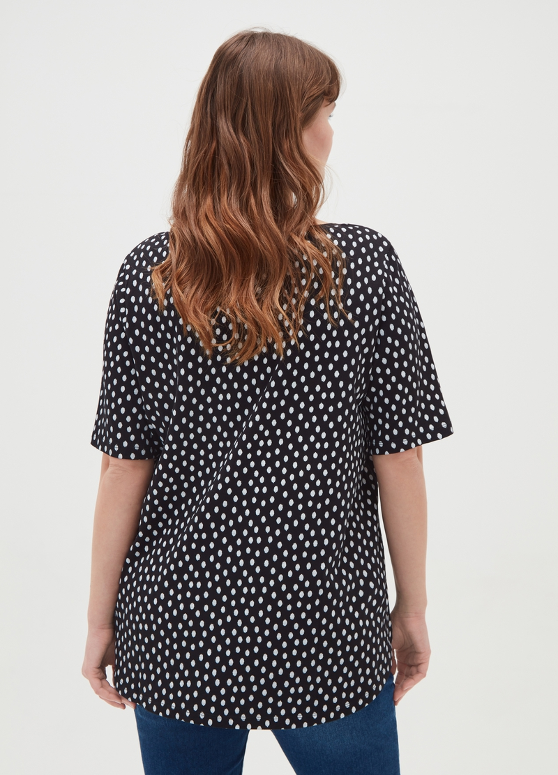 Curvy T-shirt with all-over polka dots image number null