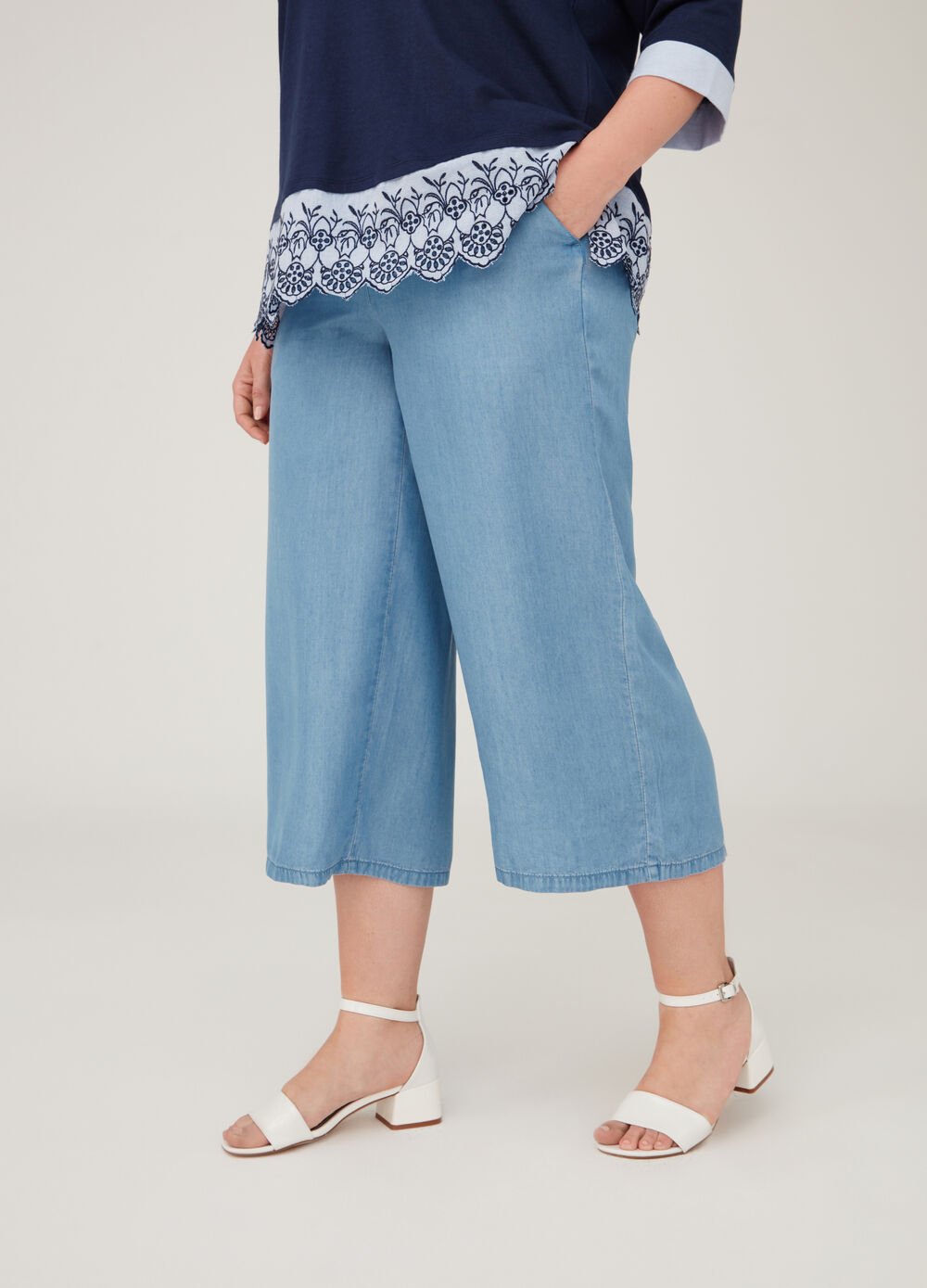 Curvy crop jeans with pockets