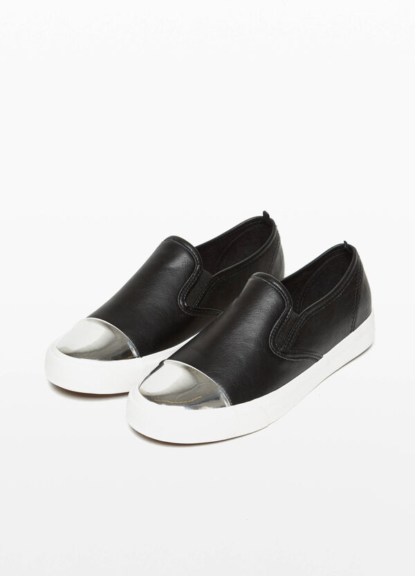 Slip-ons with shiny toe