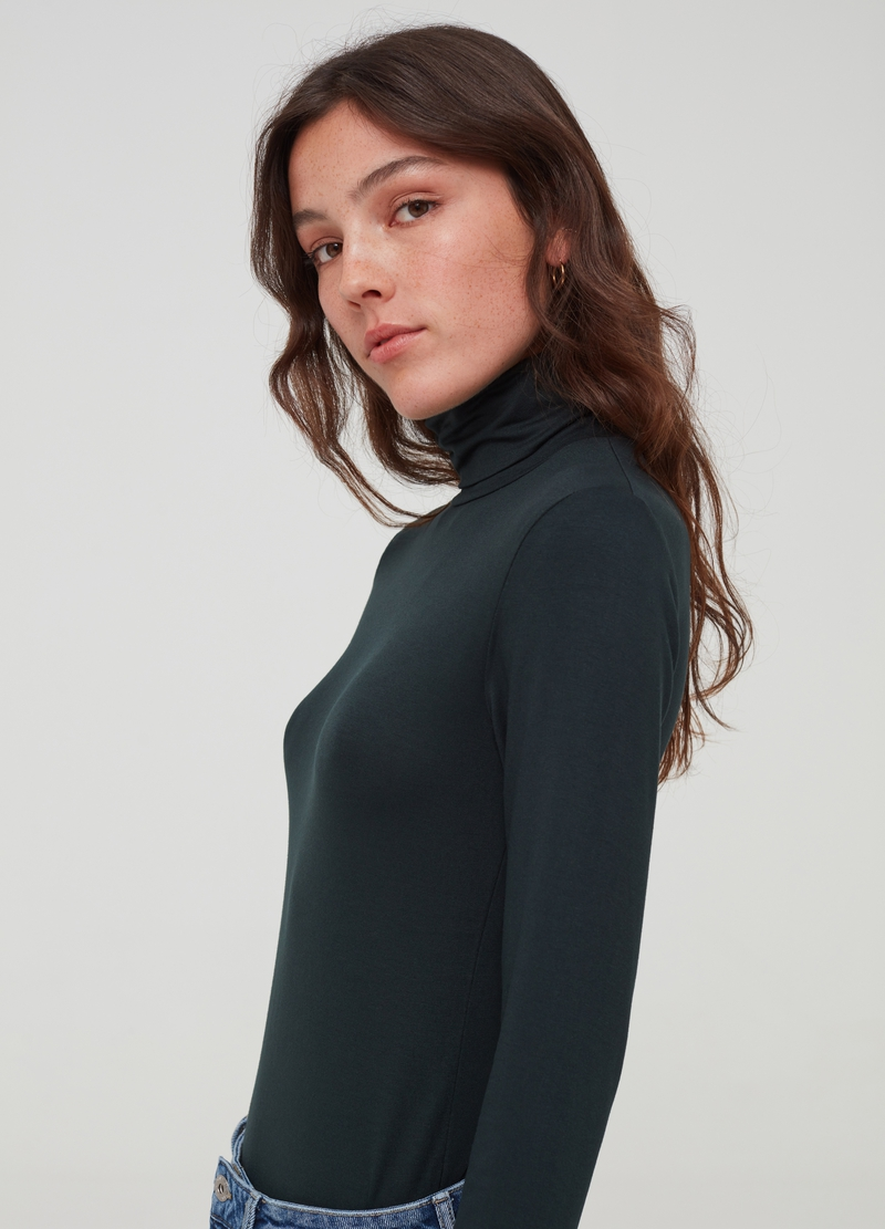 T-shirt in viscosa stretch a collo alto image number null