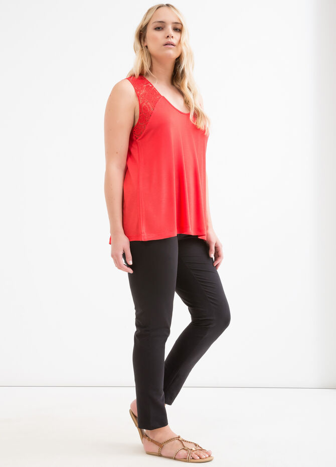 Curvy viscose and lace top