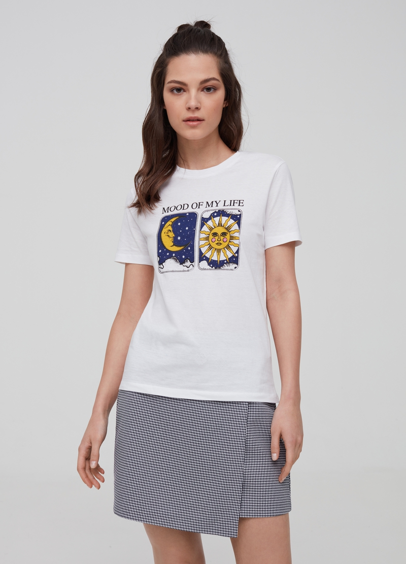 100% cotton T-shirt with sun and moon print image number null