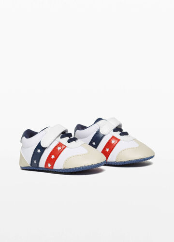 Sneakers con fasce traforate a stelle