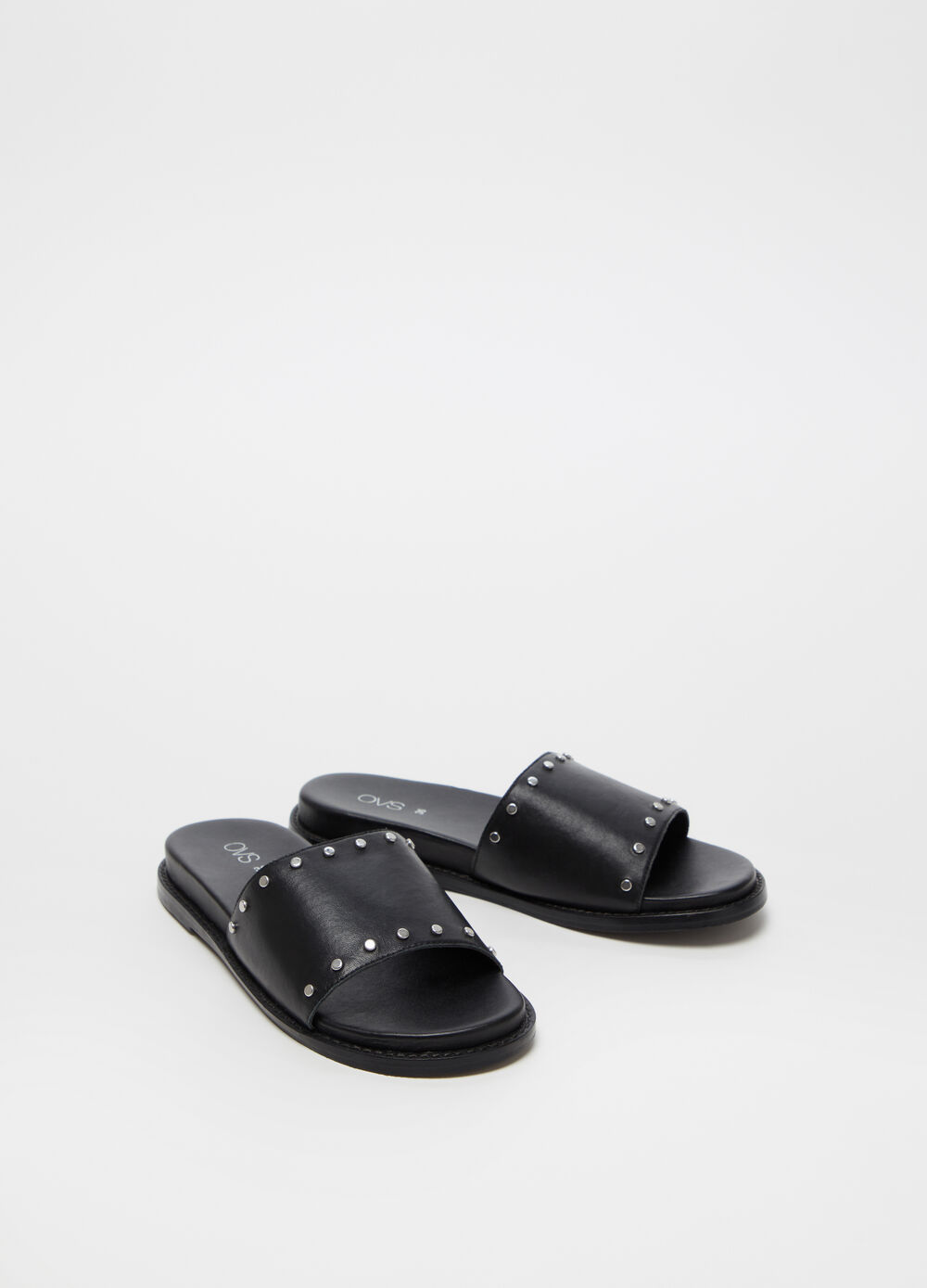Sandals with strap and small studs