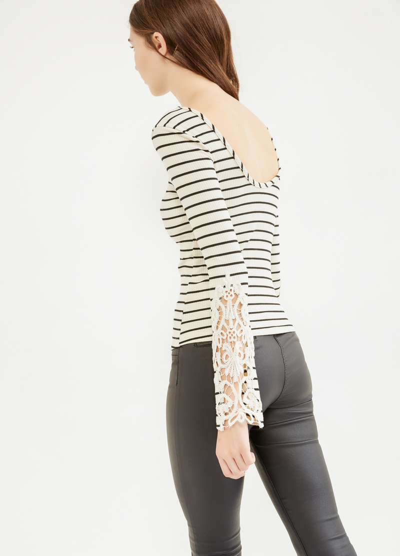 T-shirt a costina a righe con pizzo image number null
