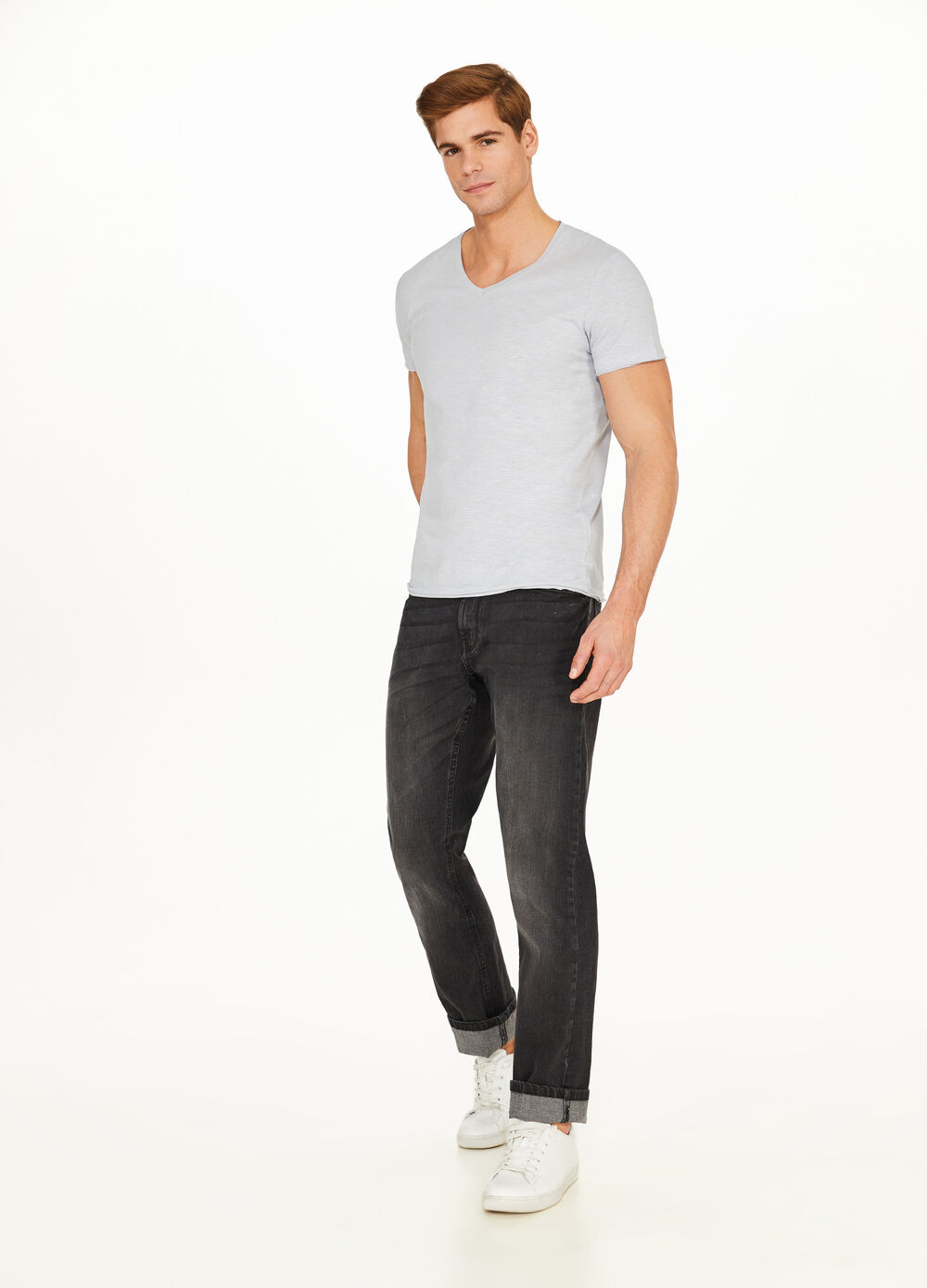 T-shirt with raw edges and V neck