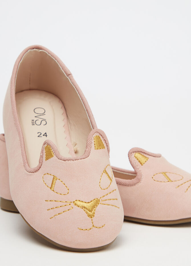 Solid colour ballerina shoes with cat embroidery