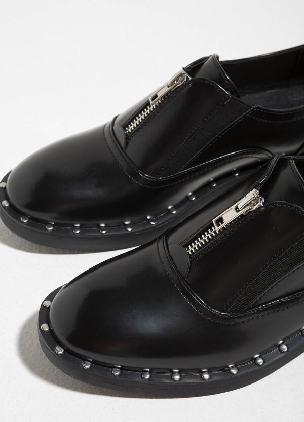 Brogues with zip and studs