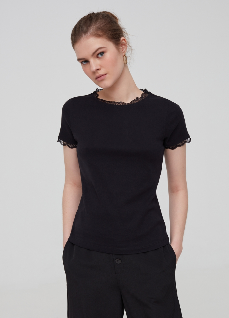 100% organic cotton T-shirt with lace image number null