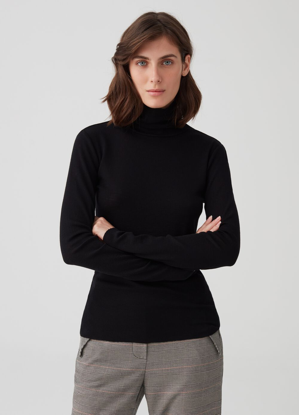 Wool T-shirt with long sleeves and high neck