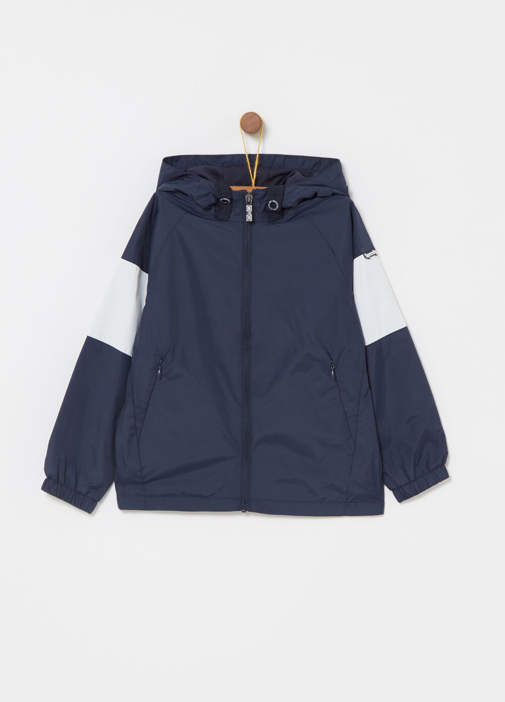 Windproof jacket with contrasting inserts