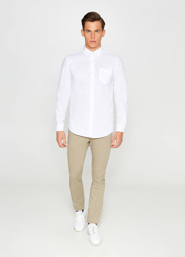 Casual linen shirt with button down collar