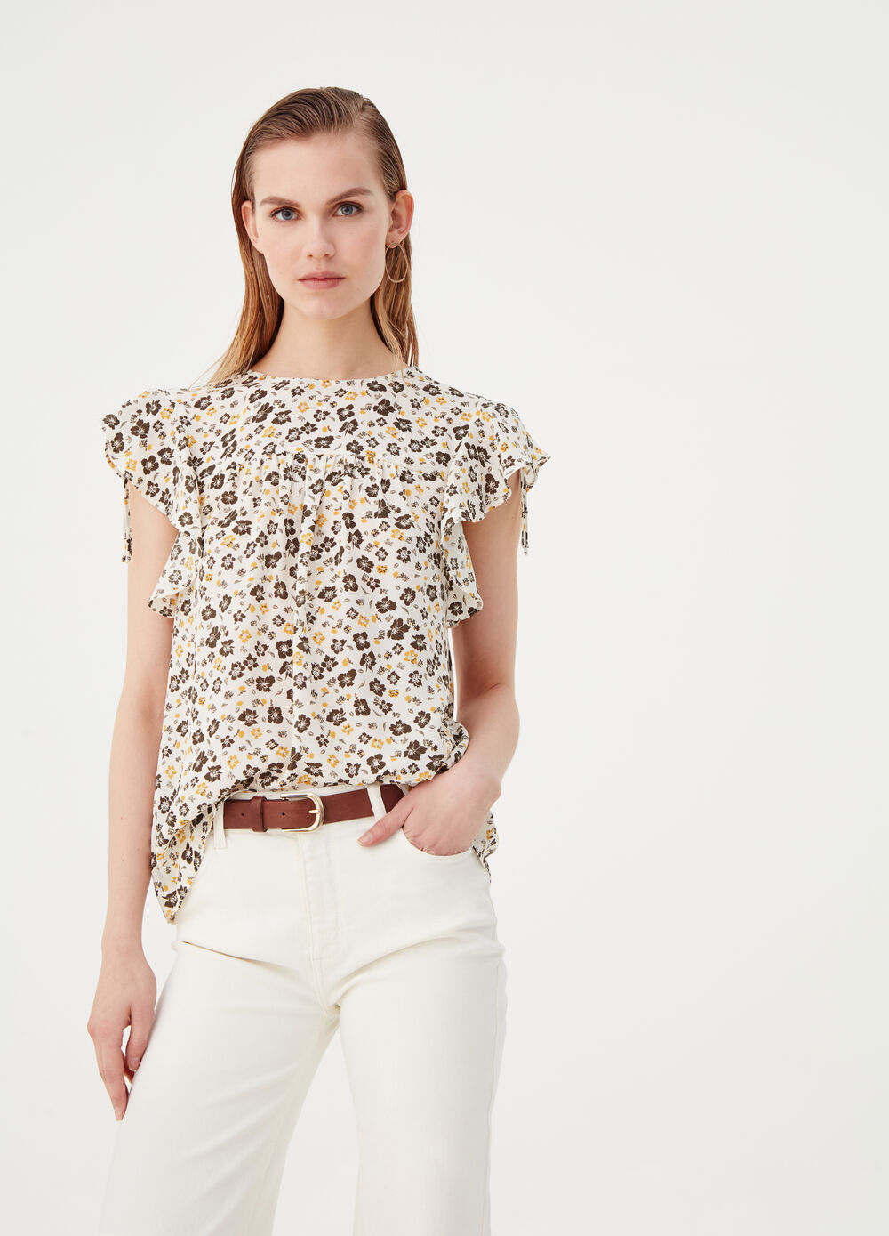 Blouse with frills and floral pattern