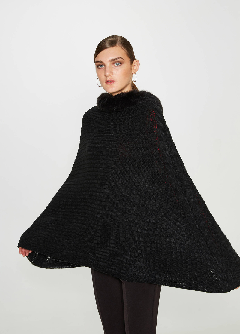 Poncho a costine con pelliccetta image number null