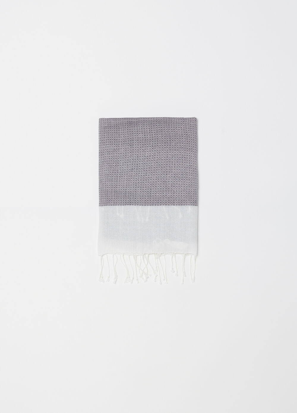 Yarn-dyed jacquard scarf with pattern
