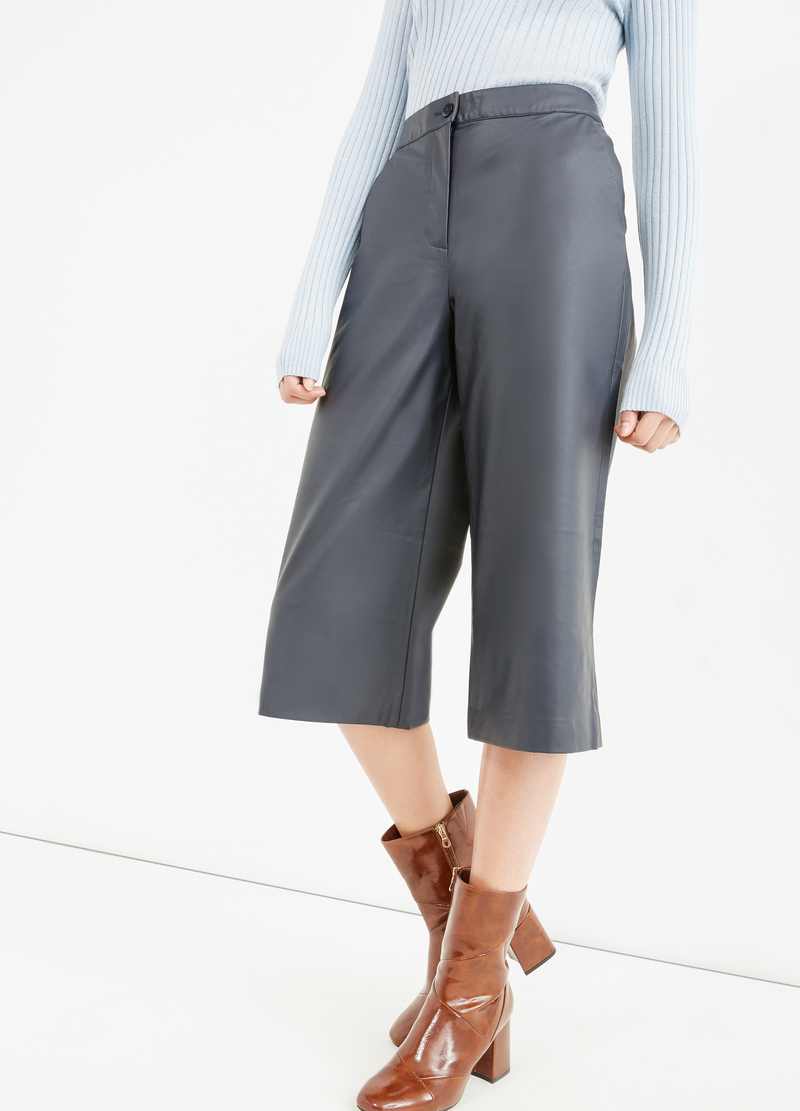 Solid colour high-waisted Gaucho trousers. image number null