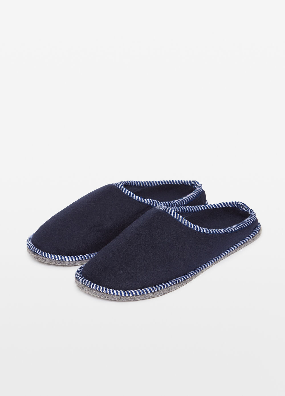 Solid colour slippers with striped weave edging