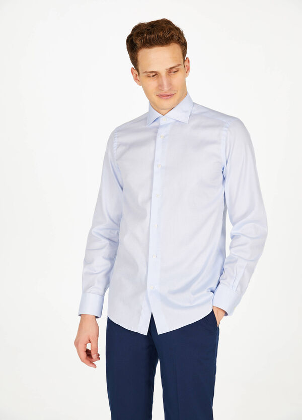 Slim-fit formal shirt with weave