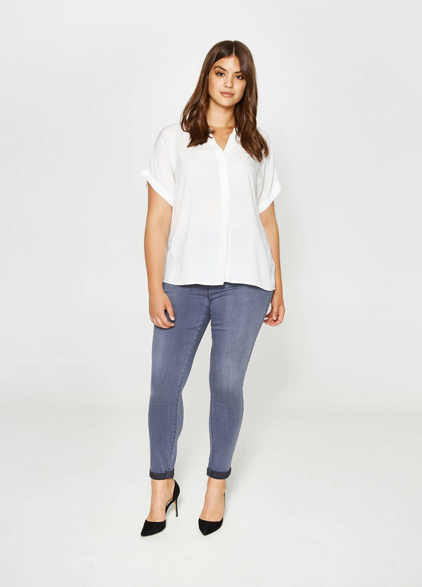 Curvy V-neck cotton blouse
