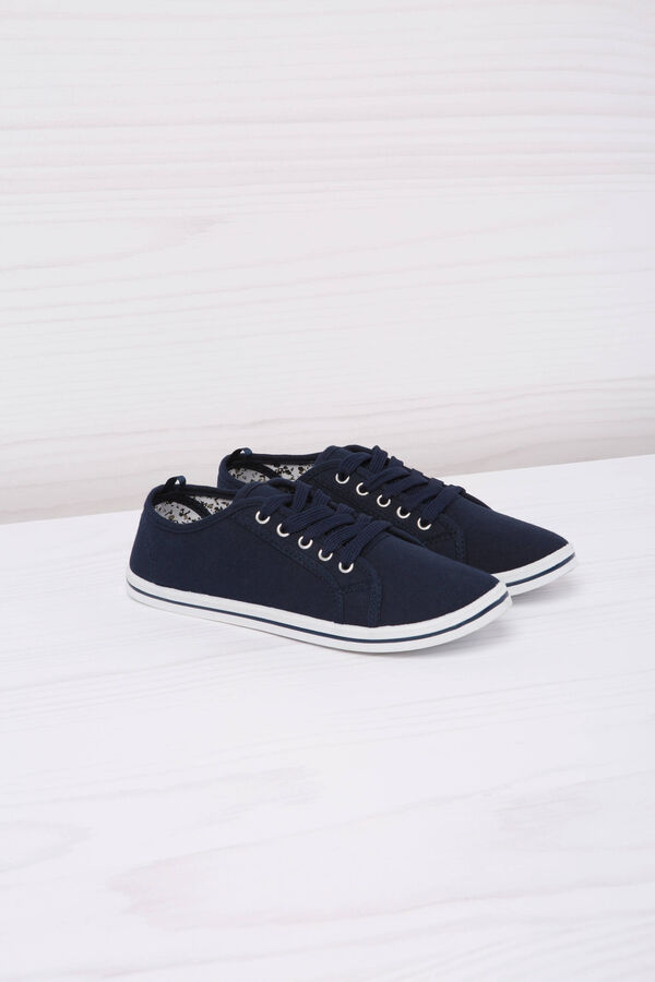 Low sneakers with laces.   OVS
