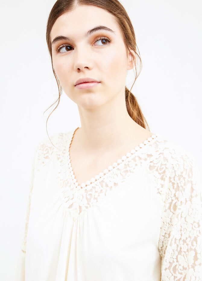 Pleated T-shirt with lace