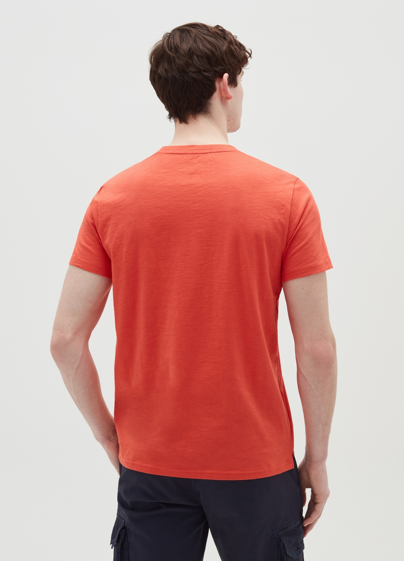 T-shirt with round neck and lettering print on the front image number null