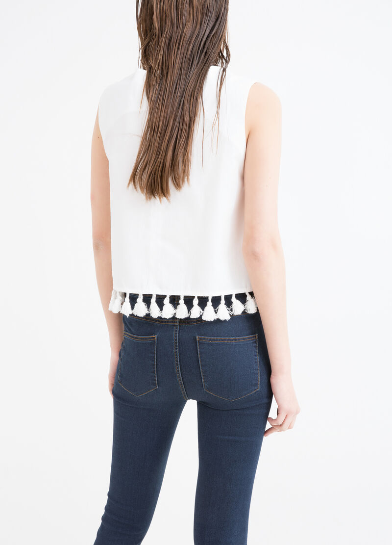 Cropped sleeveless T-shirt with tassels