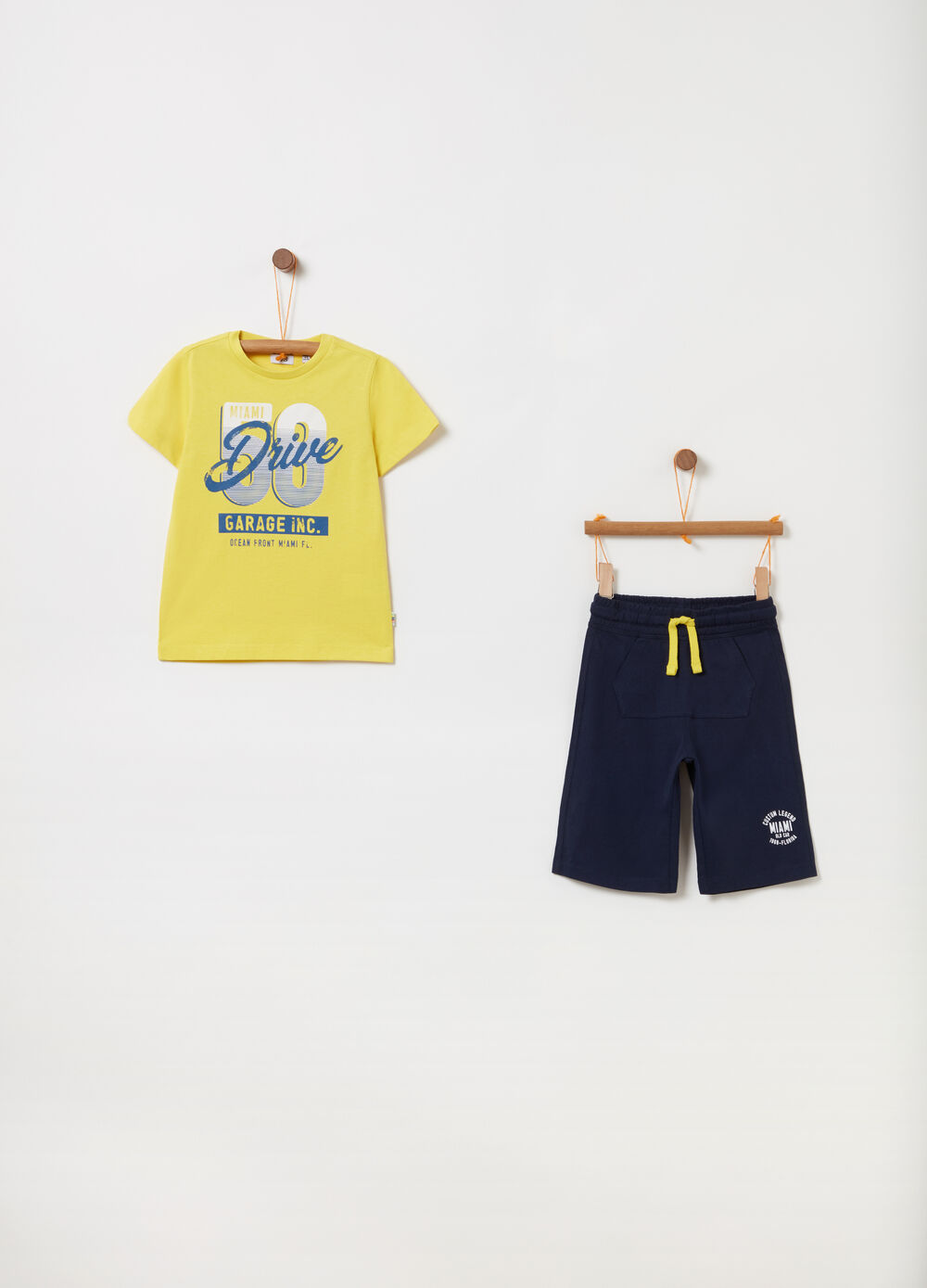 Jogging set t-shirt e shorts con stampa