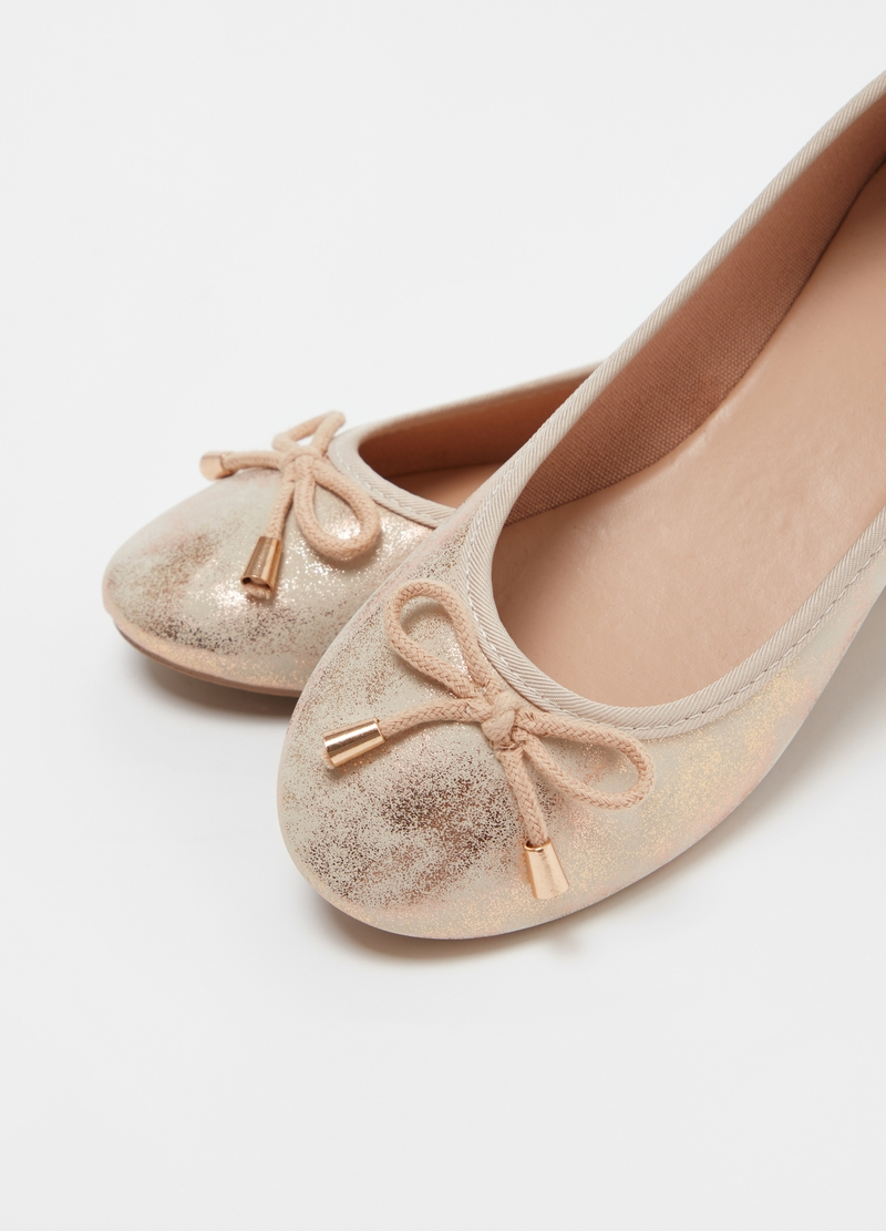 Metallic-effect ballerina flats with bow image number null